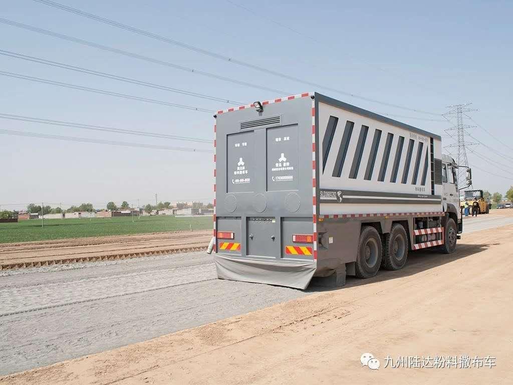 撒布车在道路施工中的作用